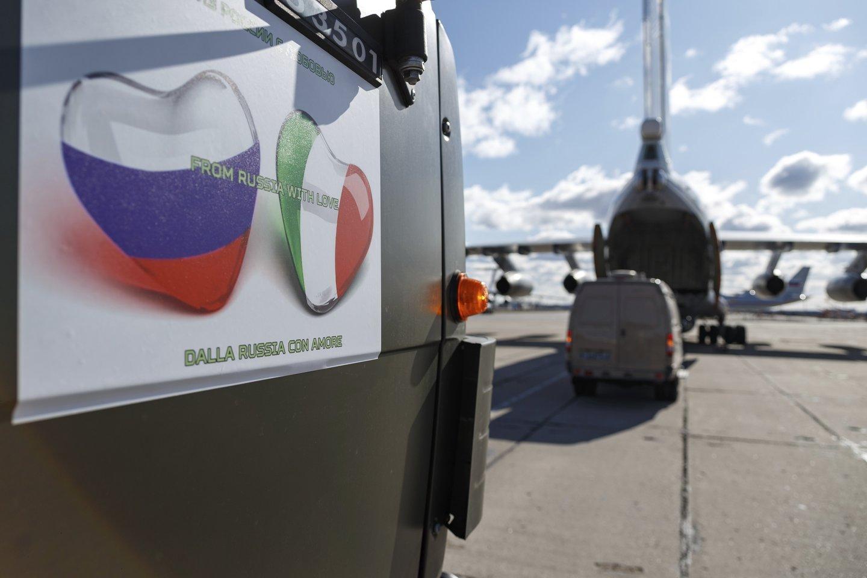 Koronavirusas skaudžiai paveikė Šiaurės Italija, tačiau pietinėje šalies dalyjejau kyla baimė.<br>Scanpix/AP/TASS nuotr.