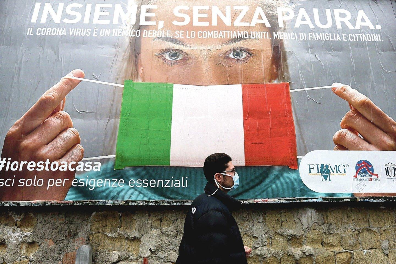 """Koronavirusas skaudžiai paveikė Šiaurės Italija, tačiau pietinėje šalies dalyjejau kyla baimė.<br>AFP/""""Scanpix"""" nuotr."""