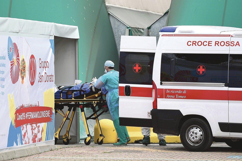 Koronavirusas skaudžiai paveikė Šiaurės Italija, tačiau pietinėje šalies dalyjejau kyla baimė.<br>AFP/Scanpix nuotr.