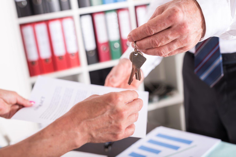 Įtariama, kad statytojai sugalvojo planą, kaip tuo galimai pasinaudoti ir iš naujo perparduoti butus, pasisavinant jau sumokėtus pirkėjų pinigus.<br>123rf asociatyvi nuotr.