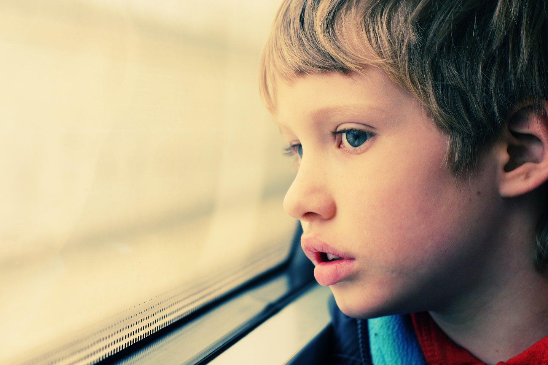 """""""Kuo anksčiau šis sutrikimas bus diagnozuotas, tuo anksčiau bus galima padėti vaikui, sudaryti sąlygas jam įgauti būtinas žinias ir gebėjimus, be kurių jis negalėtų savarankiškai gyventi"""", - teigia specialistė.<br>123rf nuotr."""