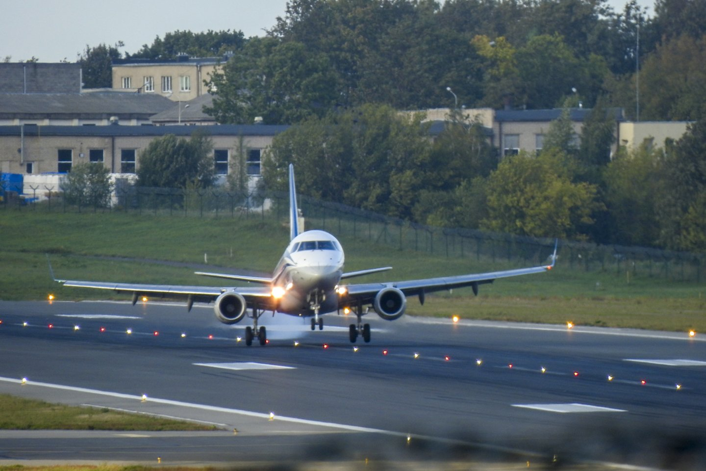 Dėl skrydžių atnaujinimo sprendimą priimti turi Vyriausybė.<br>V.Ščiavinsko nuotr.