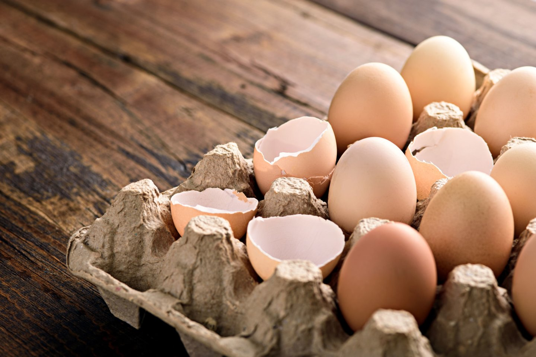 Kiaušinius parduodančių įmonių atstovai teigia, kad pramoniniuose ūkiuose mažai tikėtina situacija, kad tarp valgomų įsimaišytų apvaisintas kiaušinis.<br>123rf nuotr.