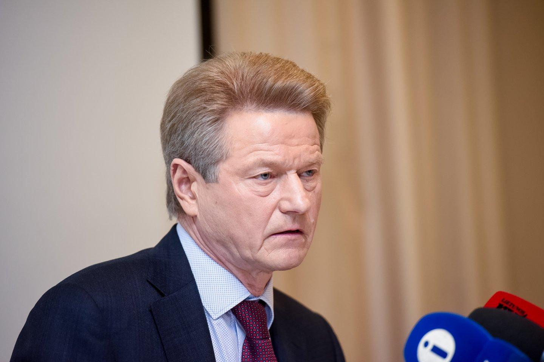 Kai atsidūrė specialiųjų tarnybų taikiklyje, R.Paksas buvo Europos Parlamento narys, o Lietuvoje virė diskusijos, ar kartą nušalintam nuo prezidento posto jam galima leisti vėl dalyvauti prezidento ir Seimo rinkimuose.<br>D.Umbraso nuotr.