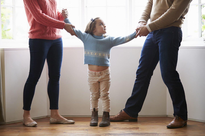 Specialistai, neturintys specifinio išprusimo tėvų atstūmimo srityje, dažniausiai, klaidingai palaiko nuteikinėtoją ir ieško atstumtojo iš tėvų kaltės dėl nutrūkusio bendravimo.<br>123rf nuotr.