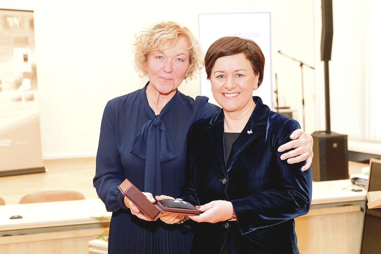 Daugiausia ginčų kilo dėl S.Rudėnaitės, kuri nebuvo paskirta Aukščiausiojo teismo pirmininke, bet buvo atleista iš Civilinių bylų skyriaus vadovo pareigų.