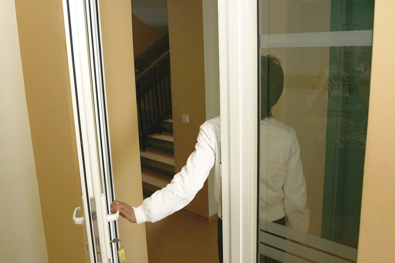 Prabangus gyvenimas apkarto: privačios įstaigos medikė tik pabėgusi su vaikais iš namų drįso prabilti.