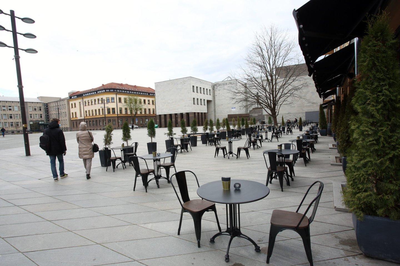Lauko kavinės, koronavirusas, karantinas, verslas, kavinė, staliukas, mieste, turistai, lauko kavinė<br>M.Patašiaus nuotr.