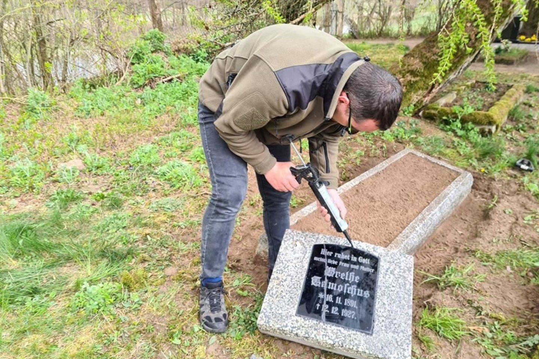 Kęstučio darbai Girininkų kaimo kapinaitėse.<br>Asmeninio archyvo nuotr.