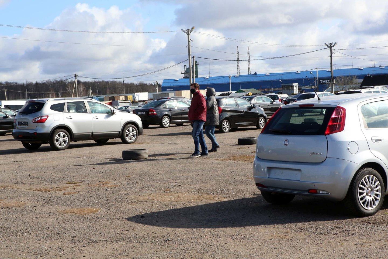 Iš 160 tūkst. šalyje per metus parduodamų automobilių, kenčia maždaug apie 1 proc. transporto priemonę įsigijusių pirkėjų.<br>M.Patašiaus nuotr.