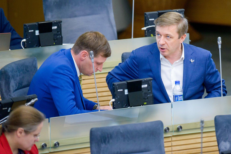 Politologai mano, kad K.Mažeikos elgesys turėtų erzinti R.Karbauskį, tačiau abejoja, jog valstiečių lyderis bandytų jį pakeisti.<br>J.Stacevičiaus nuotr.