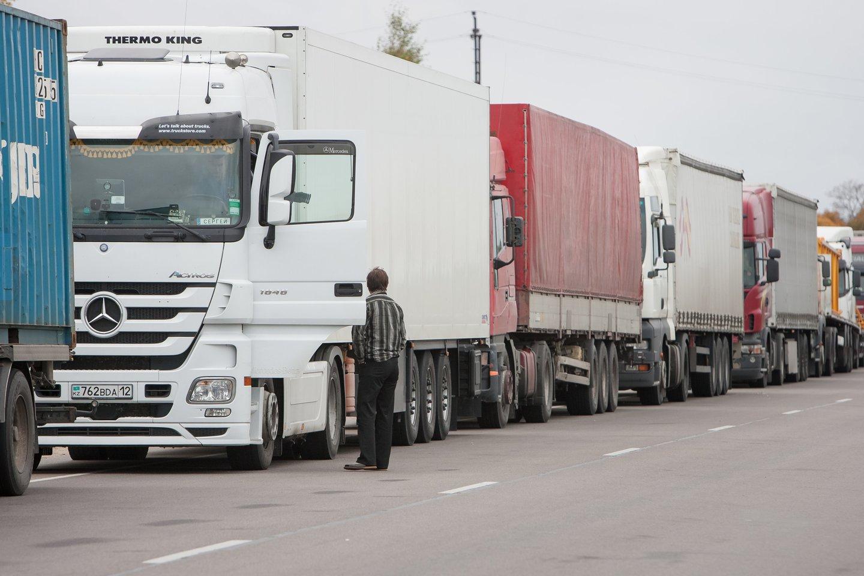 Lietuvos ekonomikos varikliu laikytas transporto sektorius šiandien išgyvena ne pačias lengviausias dienas.<br>D.Umbraso nuotr.
