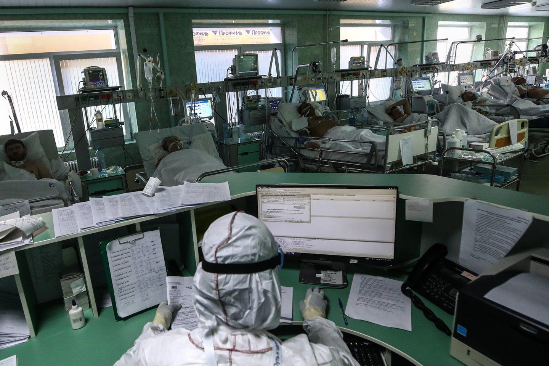 Antradienio ryte pasaulyje buvo žinomi4 904 566 oficialiai registruoti COVID-19 atvejai ir daugiau nei 320 00 viruso sukeltų mirčių.<br>TASS/Scanpix nuotr.
