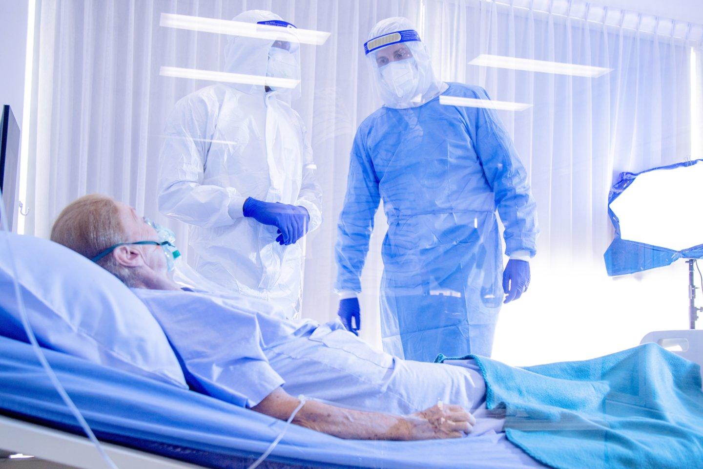 """Jei kas dar ir galvojo, kad naujasis koronavirusas ir jo sukeliama liga """"yra tiesiog šiek tiek rimtesnis gripas"""", naujas tyrimas tokias nuomones turėtų tiesiog nušluoti.<br>123rf nuotr."""