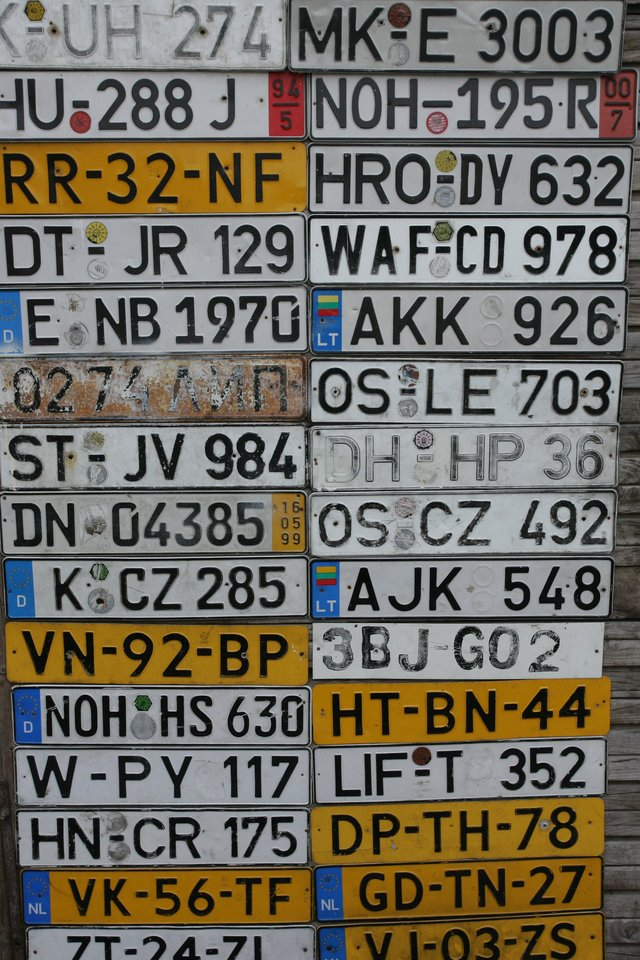 Šiandien vairuotojai neretai pageidauja pasirinkti ir jiems patinkančius raidžių ir skaičių derinius.<br>M.Patašiaus nuotr.