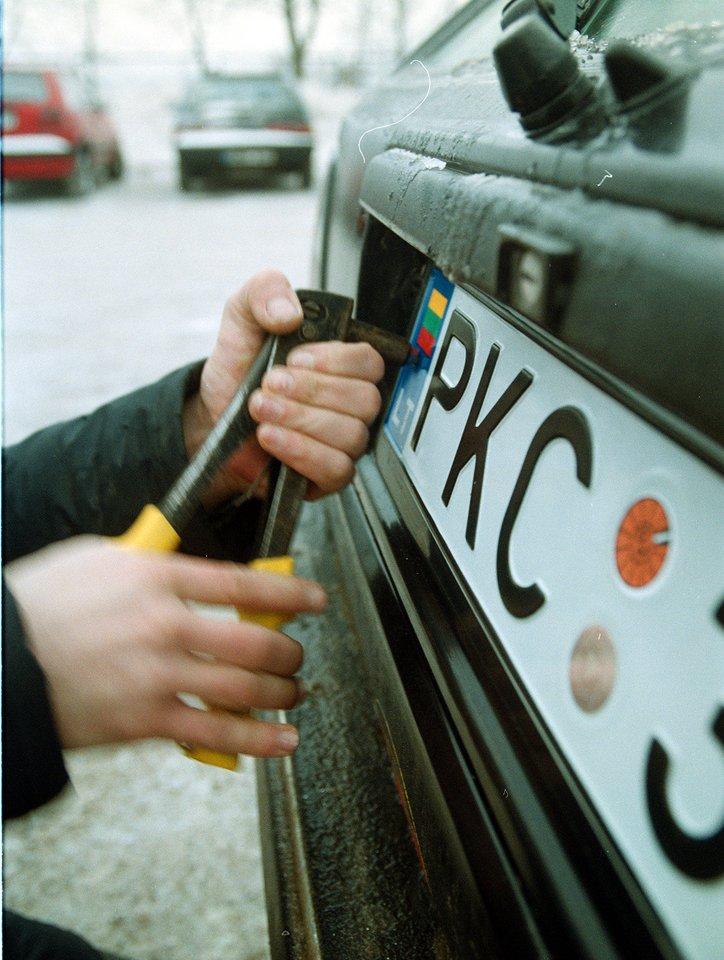 Šiandien vairuotojai neretai pageidauja pasirinkti ir jiems patinkančius raidžių ir skaičių derinius.<br>A.Barzdžiaus nuotr.