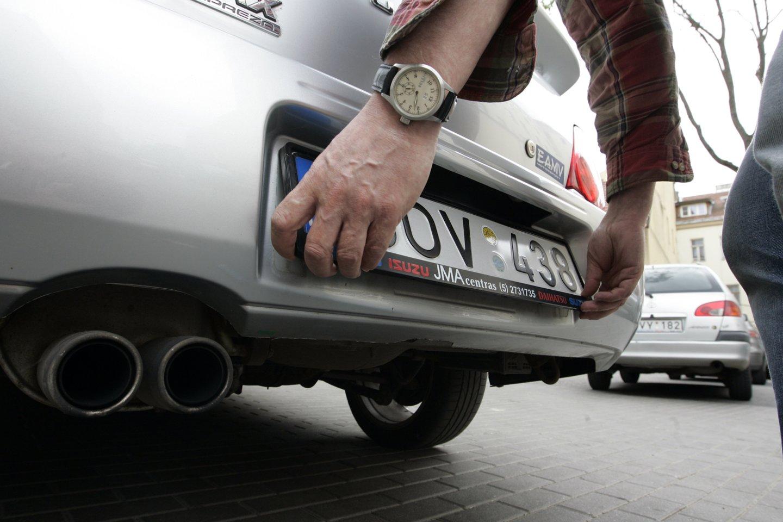 Šiandien vairuotojai neretai pageidauja pasirinkti ir jiems patinkančius raidžių ir skaičių derinius.<br>R.Neverbicko nuotr.