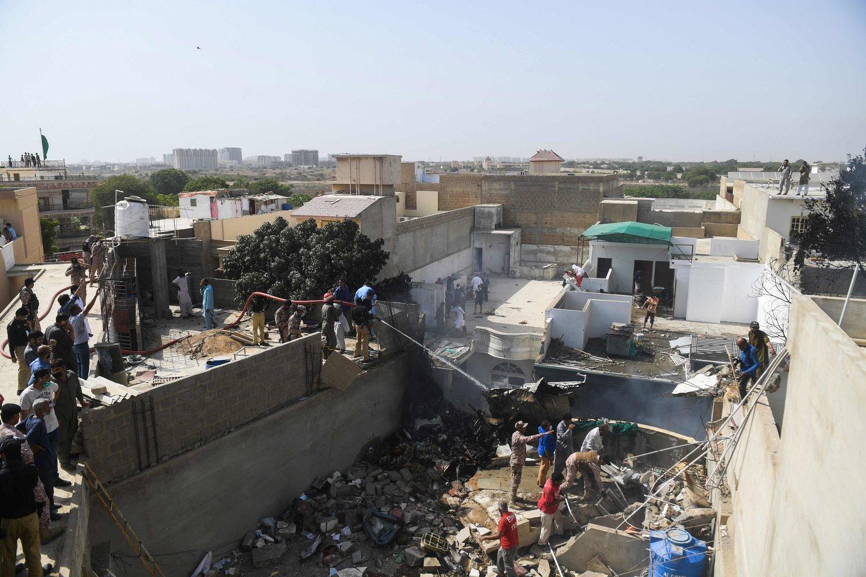 Gelbėjimo operacija Pakistane.<br>AFP/Scanpix nuotr.