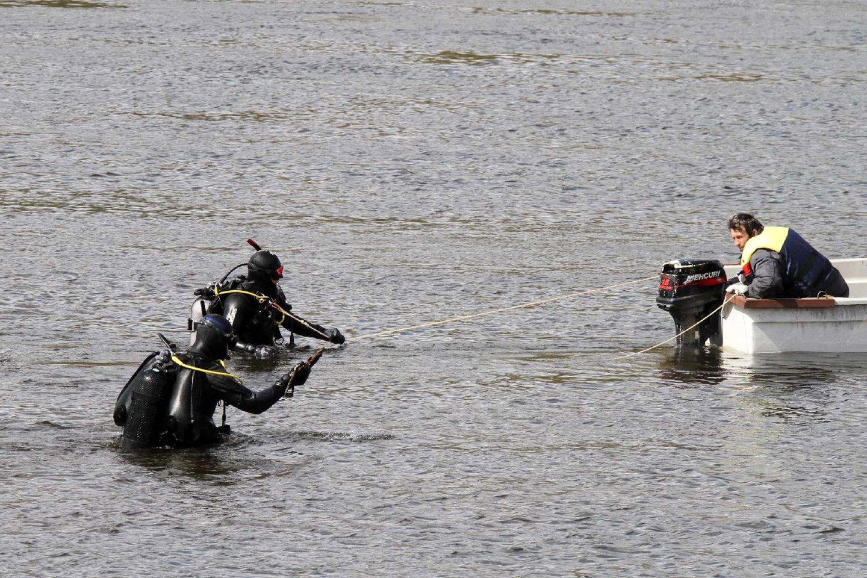 Kaune išgelbėtas žvejys, mėginęs ištraukti iš Nemuno dviratį.<br>M.Patašiaus nuotr.