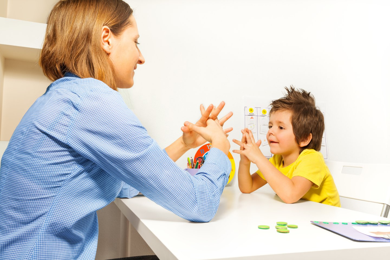 Kiekvienas vaikas vystosi skirtingu tempu, labai individualiai, todėl raidos sutrikimus nustato ne tėvai, bet specialistai.<br>123rf nuotr.