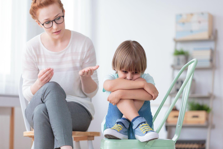 Karantino metu tėvai daug praleido laiko su savo vaikais ir tai galėjo padėti pastebėti vaiko raidos ypatumus, kurie kelia klausimų.<br>123rf nuotr.