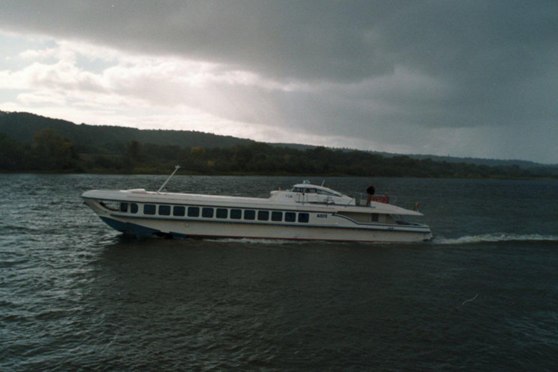 """Antradienį suteiktas leidimas Nemunu plaukioti legendiniam keleiviniam laivui """"Raketa"""".<br>M.Patašiaus nuotr."""
