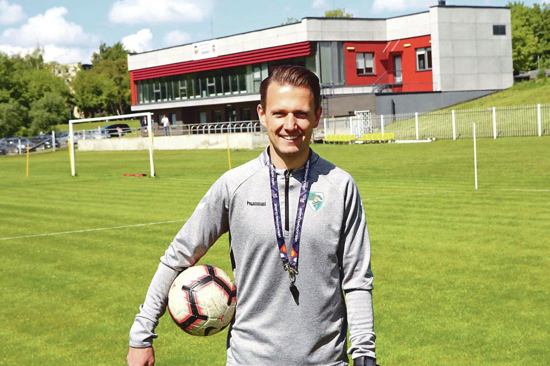 """""""Kauno Žalgirio"""" treneris R.Garastas mano, kad komandai po ilgos pertraukos prireiks šiek tiek laiko suderinti veiksmus futbolo aikštėje.<br>M.Patašiaus nuotr."""