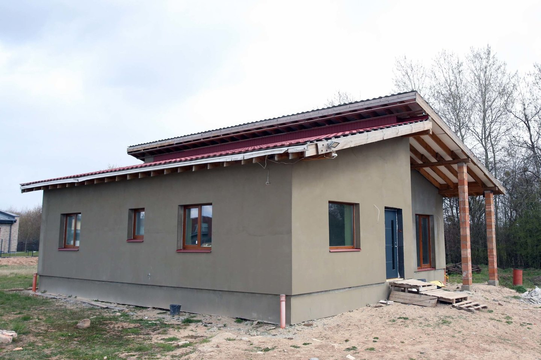 Lietuviai daro viską, kad tik pasistatytų savo svajonių namus.<br>M.Patašiaus nuotr.