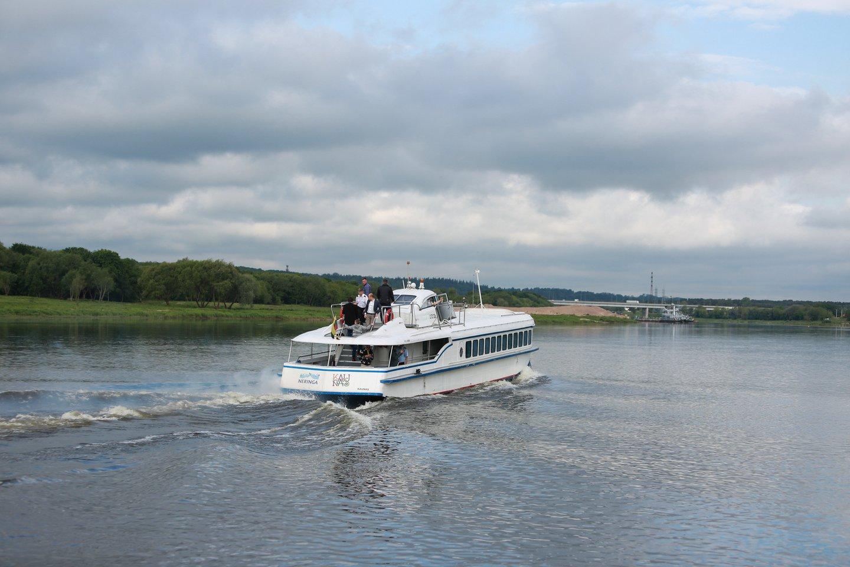 Greitaeigis laivas išplaukė į Nidą.<br>G.Bitvinsko nuotr.