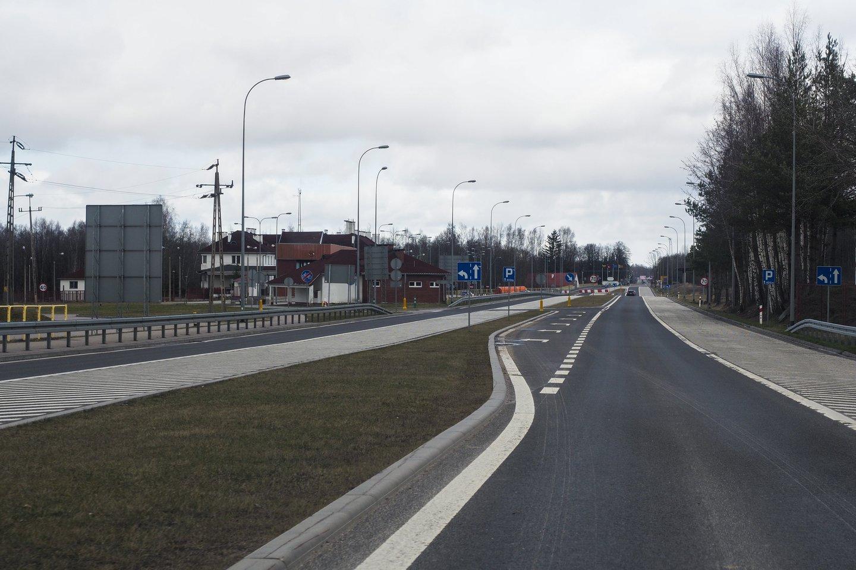Lietuva ir Lenkija penktadienį 10 val. rytogaliausiai atvėrėabiejų šalių sienas. Nuo šiandien vykstantiems į Lenkiją ir atgal į Lietuvą nebelieka jokių apribojimų kertant sienas, taip pat nebereikės laikytissaviizoliacijos.<br>V.Ščiavinsko nuotr.