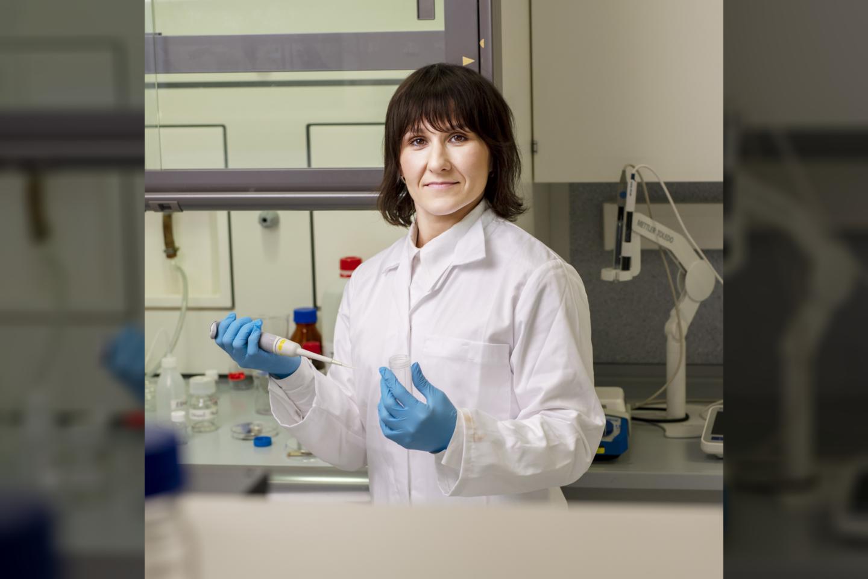 VU GMC biochemijos instituto bioelektrochemijos ir biospektroskopijos skyriaus vyresnioji mokslo darbuotojadr. Rima Budvytytė.<br>T.Kaunecko nuotr.