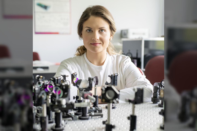VU GMC biofizikos krypties doktorantė ir jaunesnioji mokslo darbuotoja Biomedicininės fizikos laboratorijoje Nacionaliniame vėžio institute Dominyka Dapkutė.<br>T.Kaunecko nuotr.
