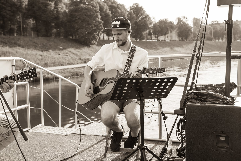 """J.Lapatinskas pristatė dainą """"Slėpynės"""".<br>M.Stakausko nuotr."""