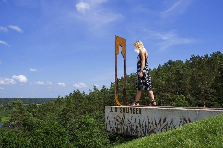 Skulptūros atidengimo akimirka.<br>V.Ščiavinsko nuotr.