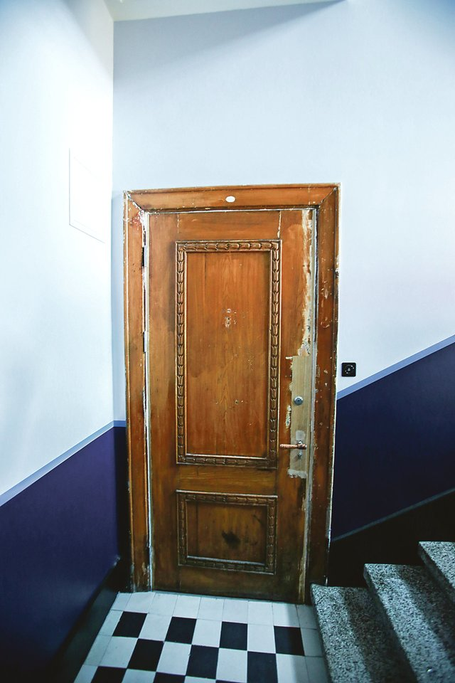 Gyventojai planuoja restauruoti ir išlikusias pušines duris.<br>G.Bitvinsko nuotr.