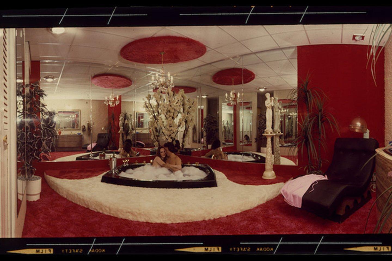 Širdelės formos lovos ir sūkurinės vonios tapo Pokono kalnų kurortų vizitine kortele. Tuo metu vulgarus kičas viliojo poilsiautojus, kurie čia praleisdavo medaus mėnesį arba romantišką savaitgalį.