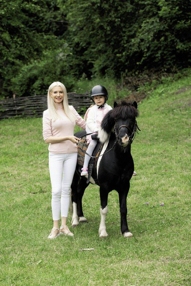 Erikos Purauskytės dukra Vasara Erika 4-ąjį gimtadienį norėjo švęsti gyvūnų apsuptyje.<br>M. Žičiaus nuotr.