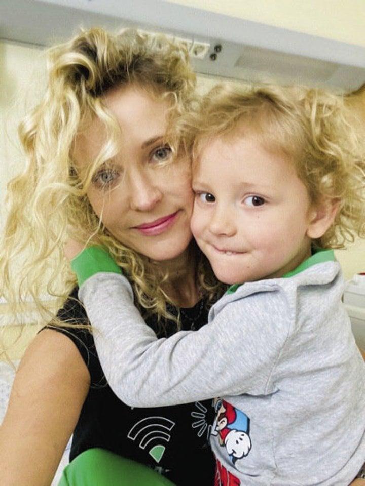 Europos ir pasaulio sportinių šokių čempionės Editos Gozzoli (40 m.) ir jos vyro, italų šokėjo Mirko (44 m.) sūnui Romeo (4 m.) buvo atlikta adenoidų šalinimo operacija.<br>Asmeninio archyvo nuotr.