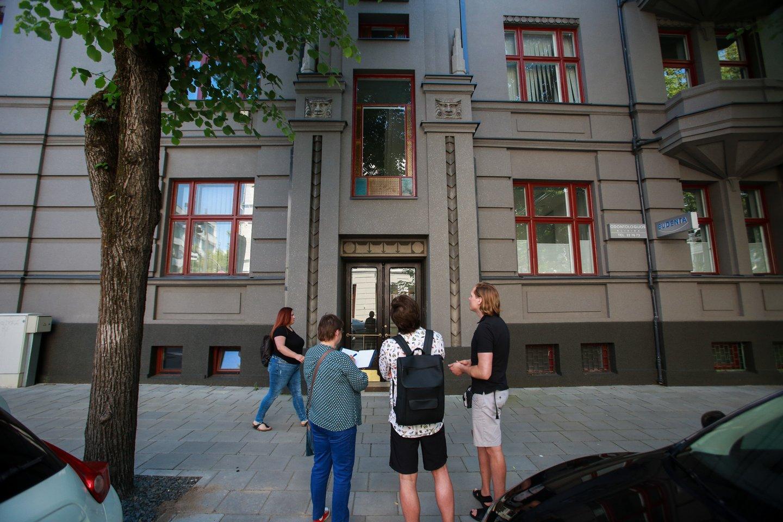 Miesto centre dviejuose tarpukariu statytuose daugiabučiuose įsikūrę kauniečiai baigia šių pastatų atnaujinimo darbus.<br>G.Bitvinsko nuotr.
