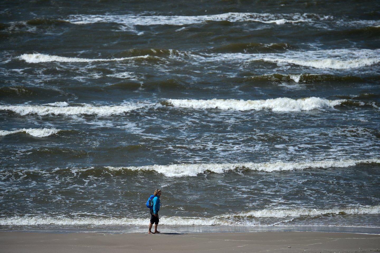 Smiltynės paplūdimiuose dar negalima maudytis.<br>V.Ščiavinsko nuotr.