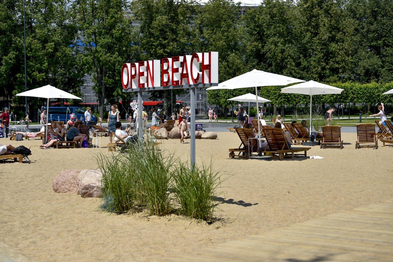 Paplūdimys Lukiškių aikštėje.<br>V.Ščiavinsko nuotr.
