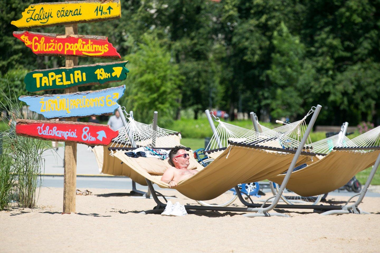 Paplūdimys Lukiškių aikštėje.<br>T.Bauro nuotr.