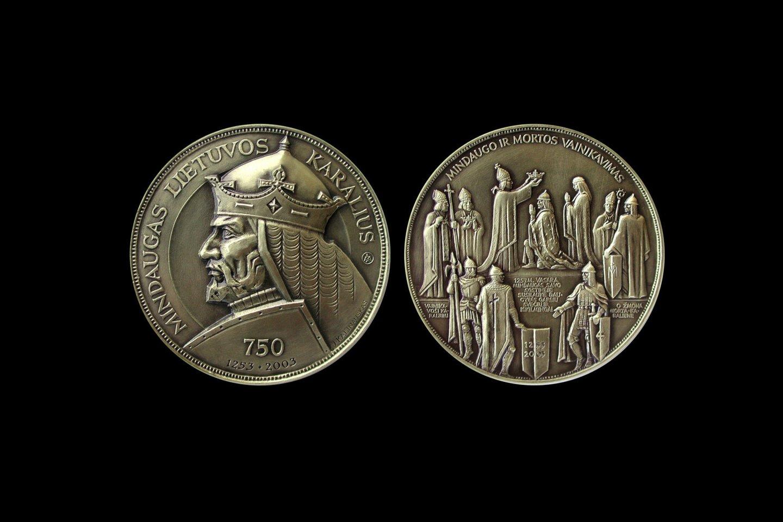 """Linos Kalinauskaitės medalis """"Karalius Mindaugas"""".<br>L. Kalinauskaitės vizual."""