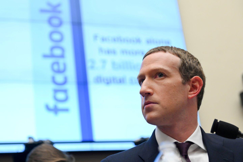 """""""Facebook"""" reklamos boikoto organizatoriai antradienį pažadėjo tęsti kampaniją, pareikšdami, kad aukščiausi populiaraus socialinio tinklo vadovai nerodo iniciatyvos imtis efektyvių veiksmų pažaboti neapykantą kurstantį turinį.<br>Reuters / Scanpix nuotr."""