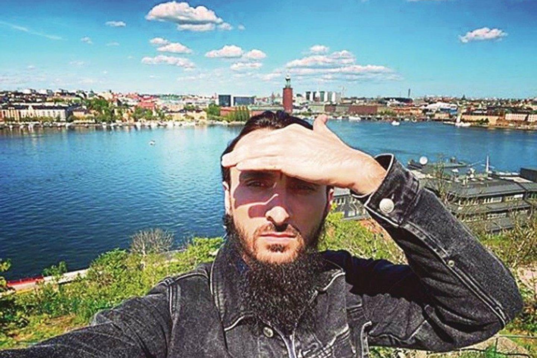 """T.Abdurachmanovas per plauką išsaugojo gyvybę – jį nužudyti siekė su Čečėnijos valdžia siejami asmenys. Čečėnijos vadui R.Kadyrovui savo kruviną politiką įgyvendinti padeda ir Rusijos lyderis V.Putinas.<br>""""Instagram"""" nuotr."""
