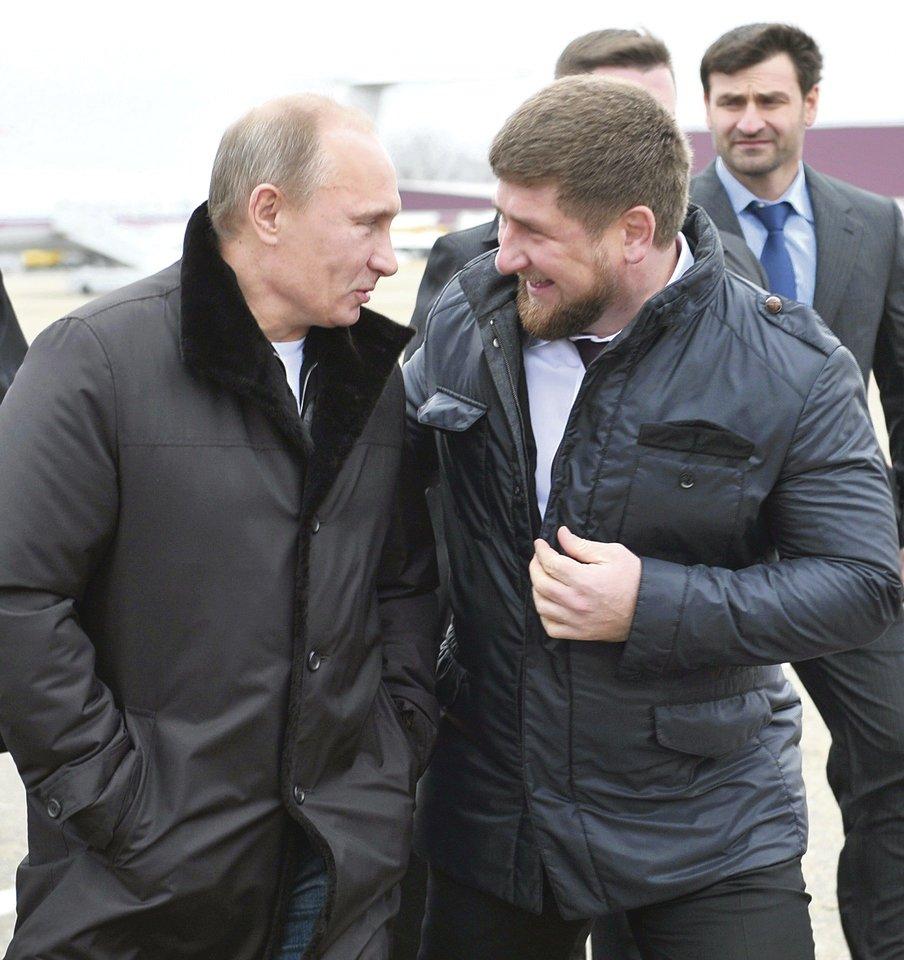 """T.Abdurachmanovas per plauką išsaugojo gyvybę – jį nužudyti siekė su Čečėnijos valdžia siejami asmenys. Čečėnijos vadui R.Kadyrovui savo kruviną politiką įgyvendinti padeda ir Rusijos lyderis V.Putinas.<br>""""Reuters""""/""""Scanpix"""" nuotr."""