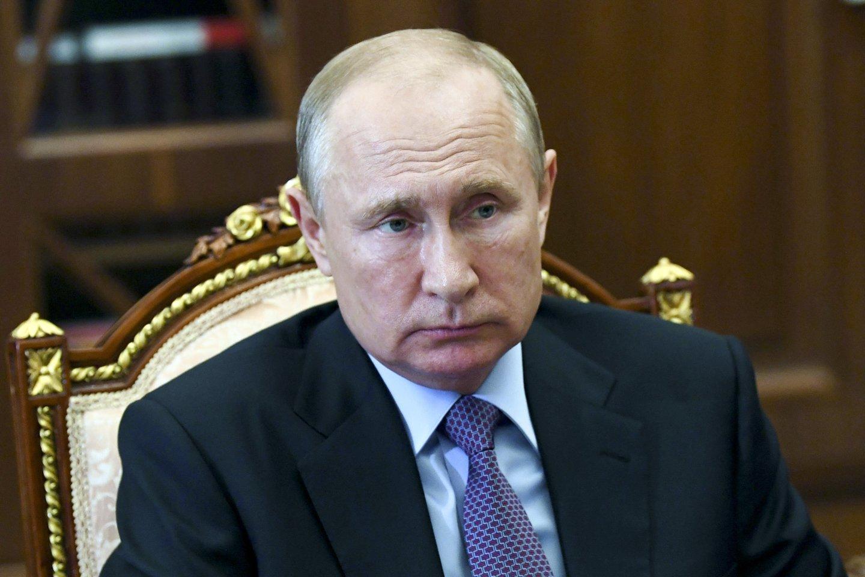 T.Abdurachmanovas per plauką išsaugojo gyvybę – jį nužudyti siekė su Čečėnijos valdžia siejami asmenys. Čečėnijos vadui R.Kadyrovui savo kruviną politiką įgyvendinti padeda ir Rusijos lyderis V.Putinas.<br>AP/Scanpix nuotr.