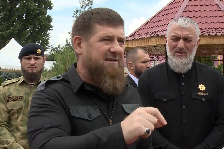 T.Abdurachmanovas per plauką išsaugojo gyvybę – jį nužudyti siekė su Čečėnijos valdžia siejami asmenys. Čečėnijos vadui R.Kadyrovui savo kruviną politiką įgyvendinti padeda ir Rusijos lyderis V.Putinas.<br>TASS/Scanpix nuotr.