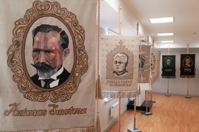 """S.Kanaverskytė. Istorinių vėliavų paroda. """"Vardan tos"""".<br>G.Pilaičio nuotr."""