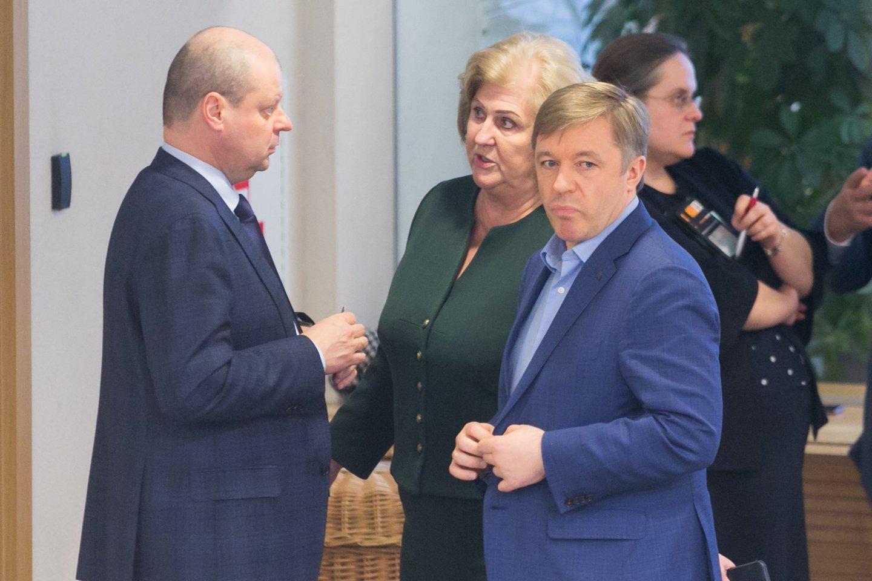 R.Šalaševičiūtė gerai jaučiasi tarp valstiečių rinkimų sąrašo lyderių S.Skvernelio ir R.Karbauskio.<br>T.Bauro nuotr.